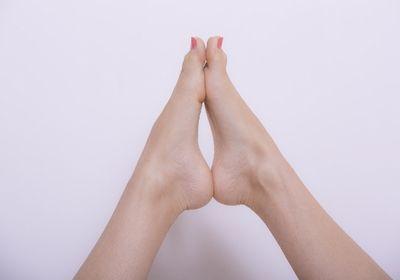足の冷えの原因と温める方法!寝る前のマッサージでポカポカに!