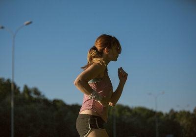 筋肉痛の時は運動を控えるべきか?予防する方法や食べ物とは?