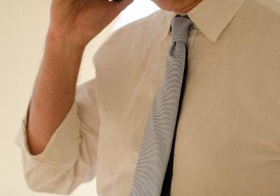ワイシャツの黄ばみを落とす方法!黒ずみやボールペンインクは?
